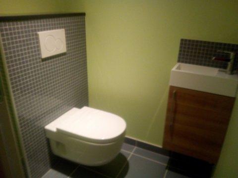 WC suspendu avec lave main